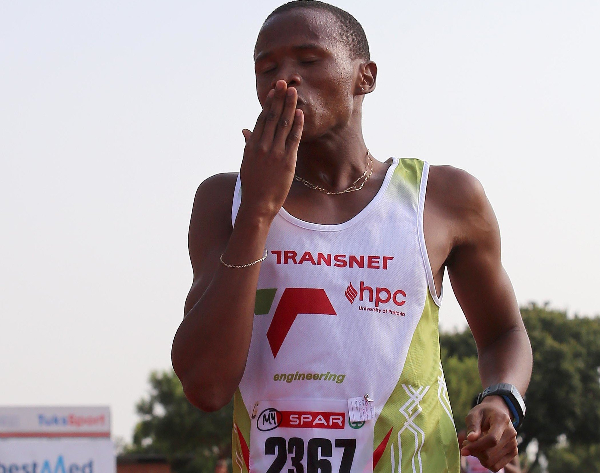 Shange strides to 26-year-old walk record