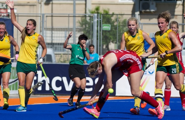 RIO 2016 Olympic qualification, Hockey, Women, quarterfinal, 21 Great Britain vs South Africa (QF1) : Lily Oswley misses a ball