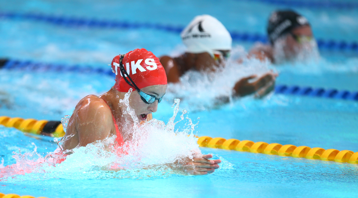 More records fall as Schoenmaker sizzles