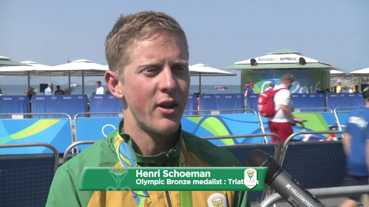 Henri Schoeman on his bronze