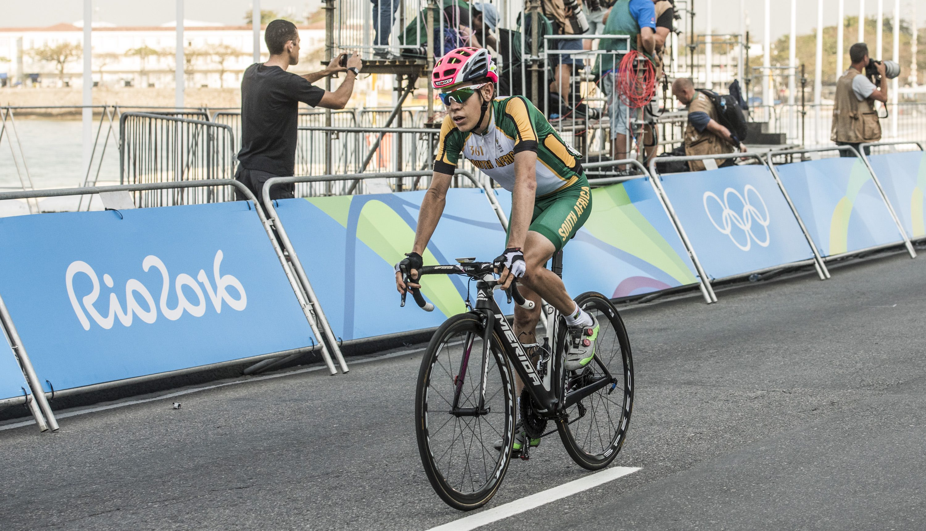 Meintjes highest-placed SA rider on tough first day