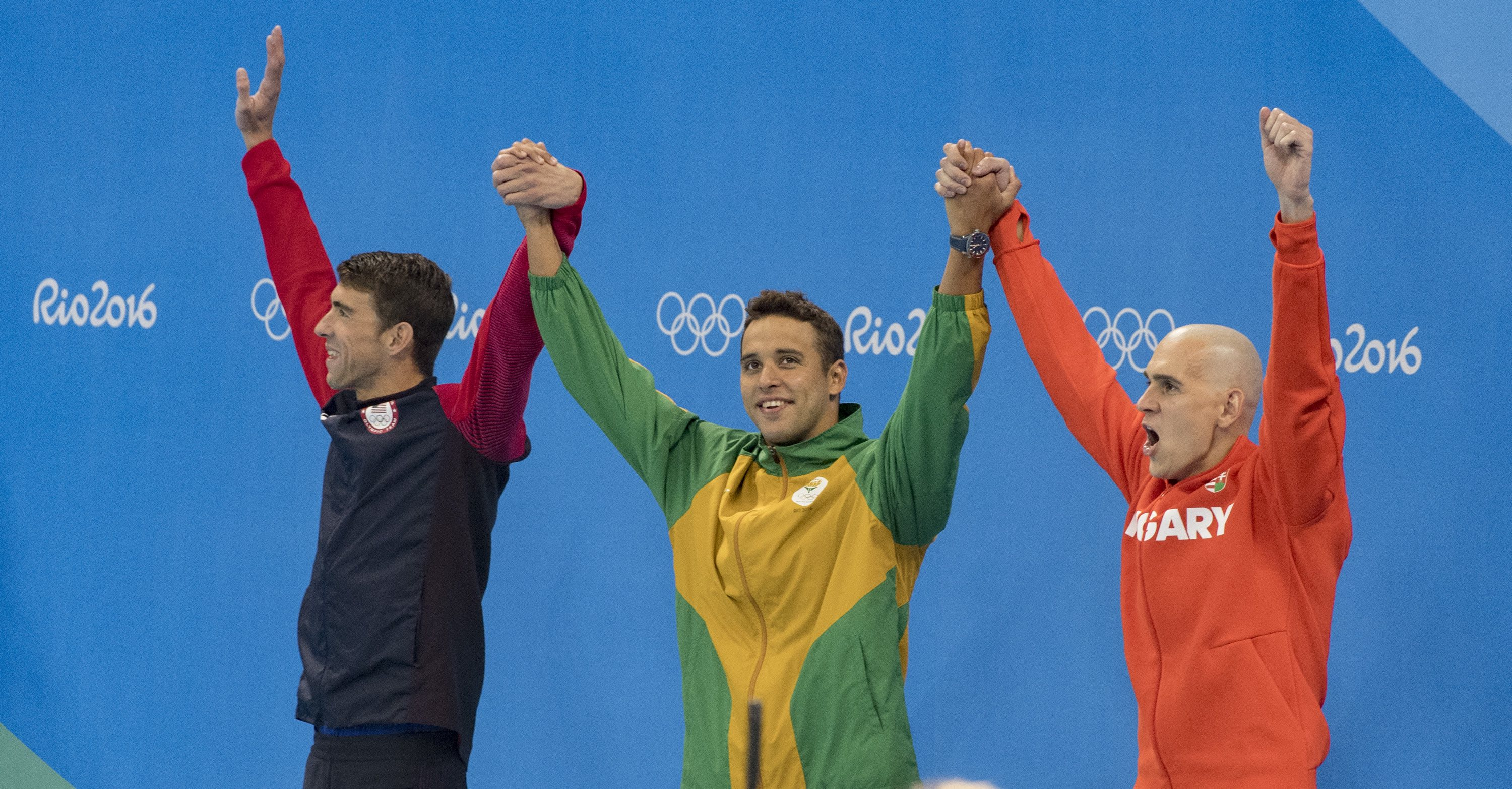 Le Clos bounces back with silver