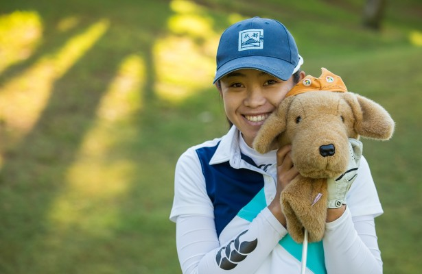 20/09/2016 Ladies European Tour 2016: Andaluc'a Costa del Sol Open de Espa–a Femenino, Aloha Golf Club, Marbella, Spain 22-25 Sept. Defending champion, Connie Chen of South Africa, with her headcover during a practice round. Credit: Tristan Jones