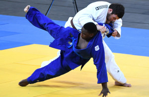LUANDA, ANGOLA - DECEMBER 10: South Africa's Johan de Bruin (white suit) vs Zimbabwean Ryan Nyirenda during the judo competition on day 1 of the 2016 Africa Union Sports Council Region 5 Games on December 10, 2016 in Luanda, Angola. (Photo by Wessel Oosthuizen/Gallo Images)