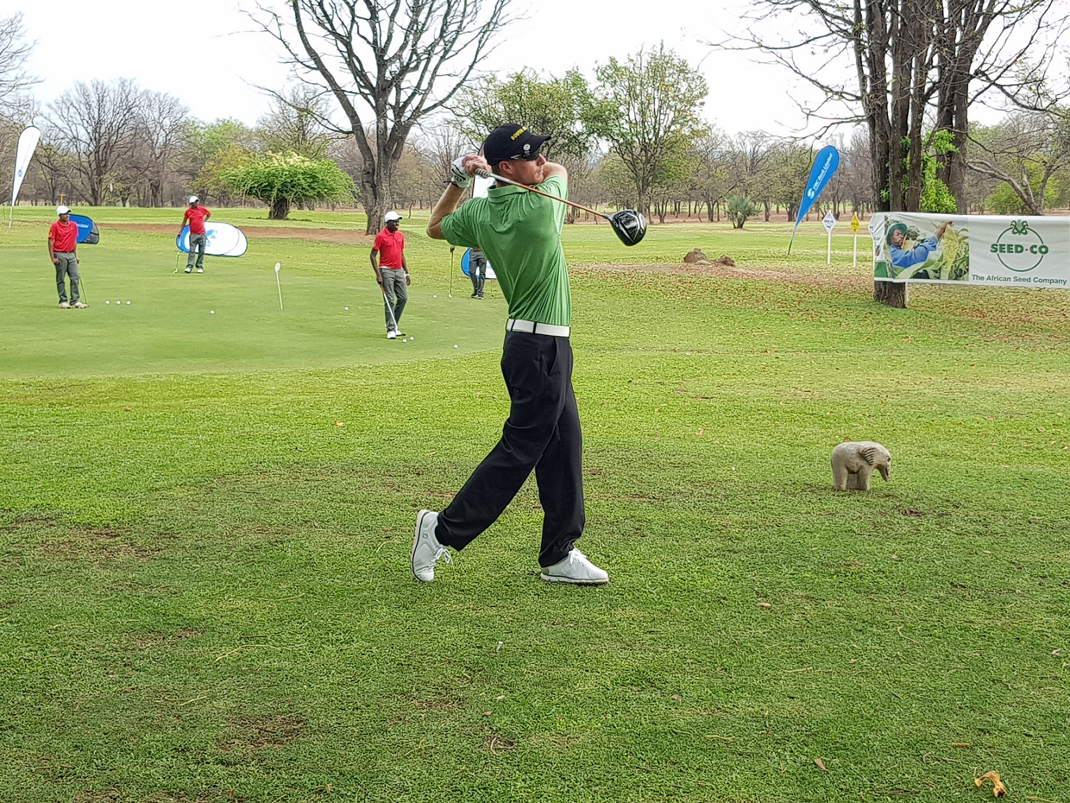 Mitchell helps put SA eight shots clear in Zimbabwe