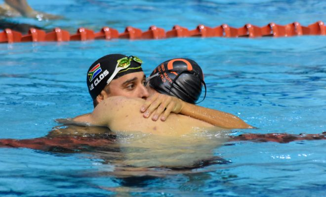 Le Clos sees off teenage threat at Nationals