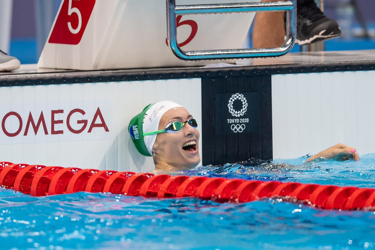 Schoenmaker lays down marker with Olympic record