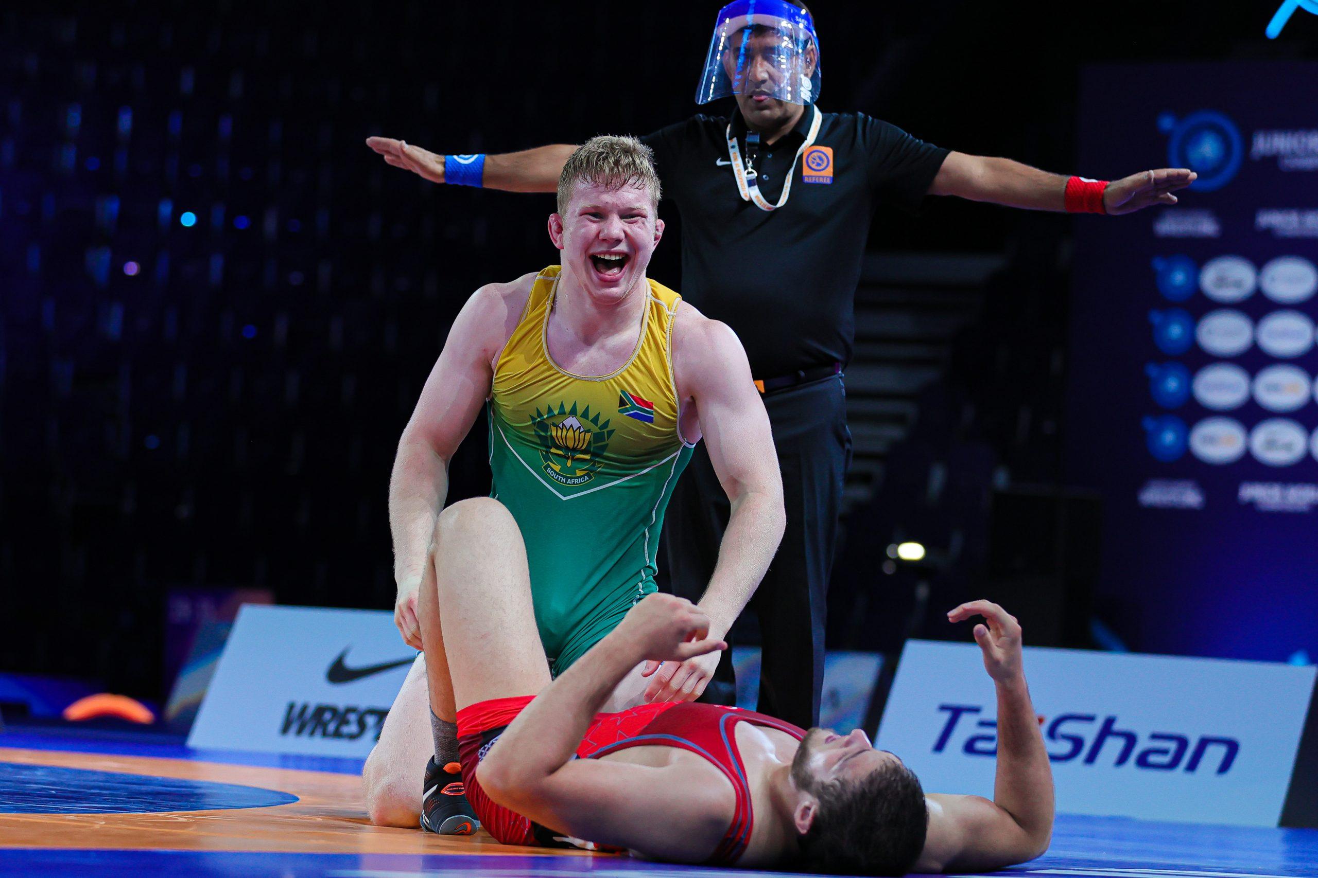 De Lange wrestles his way to bronze in Junior Worlds